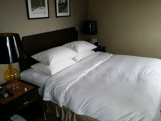 Orchard Parksuites by Far East Hospitality: Clean and tidy bedroom