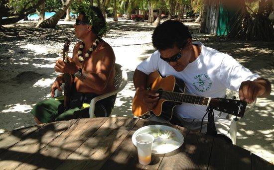 Marc's Picnic Island Motu Tour : Island entertainment