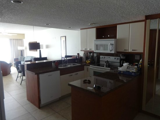 Royal Palm Beach Resort: Fully equipped kitchen