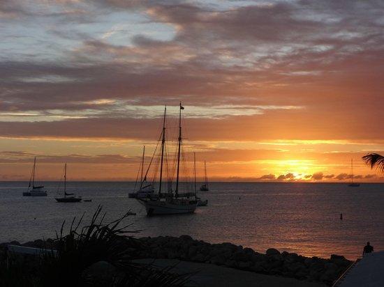 Royal Palm Beach Resort: Sunset from balcony