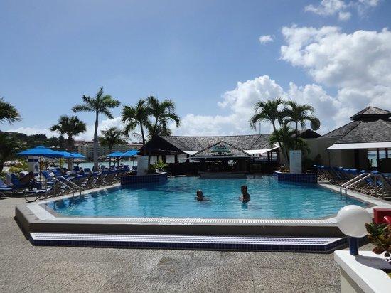 Royal Palm Beach Resort: Pool view from lobby