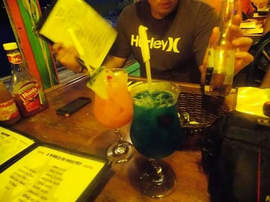 Lee's Roadside Grill: tropical drinks @ Lee's