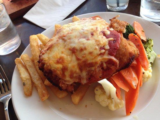 Aireys Pub: Chicken Parma