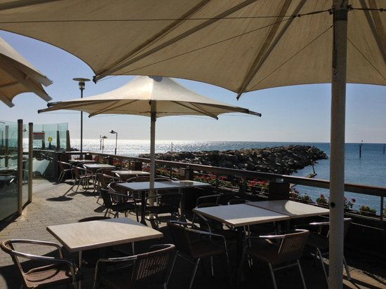 Sammy's On The Marina: Enchanting sea views with nice breeze allowing for reflection and relaxation