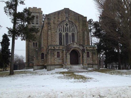Mount Hope Cemetery: Church inside cemetary