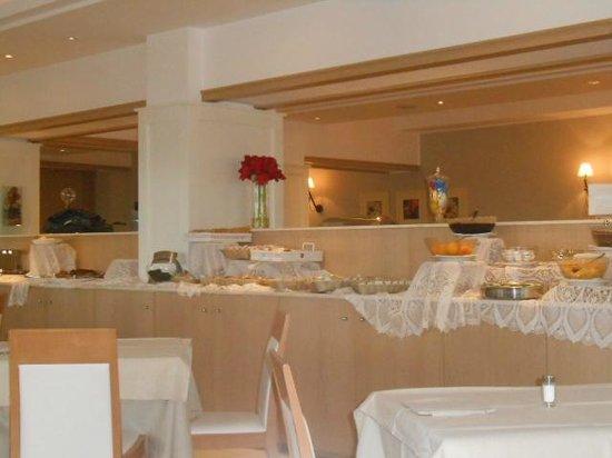 Ambasciatori Hotel: Colazione a buffet