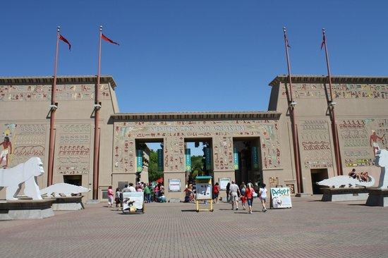 Memphis Zoo: Main entrance gate