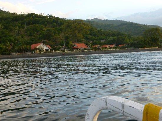 Kembali Beach Bungalows : l'hotel vu de la mer