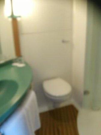 Ibis London Wembley: Bathroom