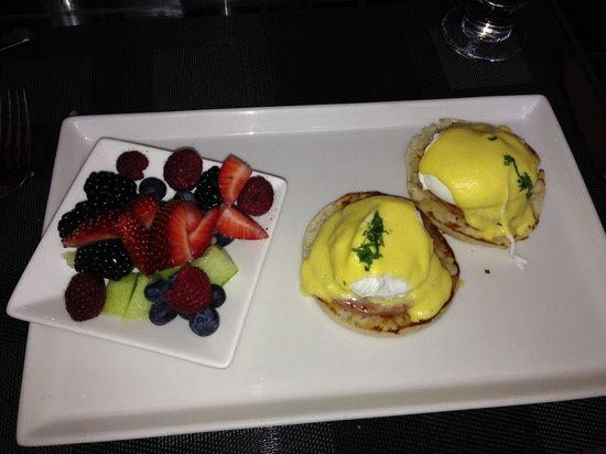 Sofitel Chicago Magnificent Mile: Beast breakfast in Chicago!
