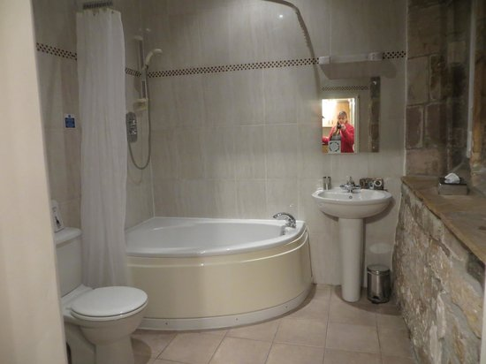 Thurnham Hall: Bathroom with heated towel rack