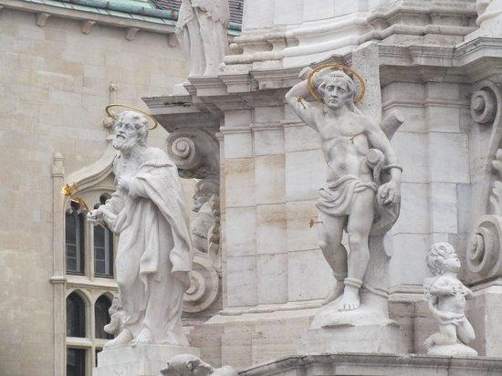 Holy Trinity Column: Святые, спасающие от чумы. Деталь чумной колонны.