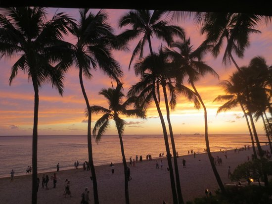 Chuck's Steak House: Waikiki Beach view at sunset