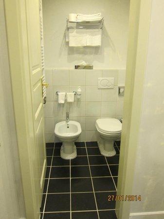 Hotel Leonardo Prague: La salle de bain