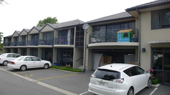 Azena Motel: Parking