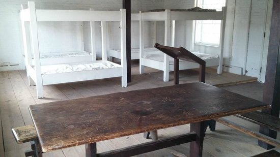 Fort McHenry National Monument : Soldiers bunk house.  16 soldiers sharing 4 bunks!