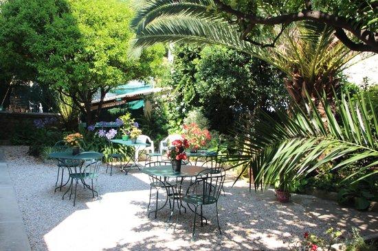 Hotel Villa les Cygnes : garden