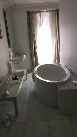Hotel Hospes Puerta de Alcala : Stylish room