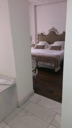 Hotel Hospes Puerta de Alcala : comfy bed