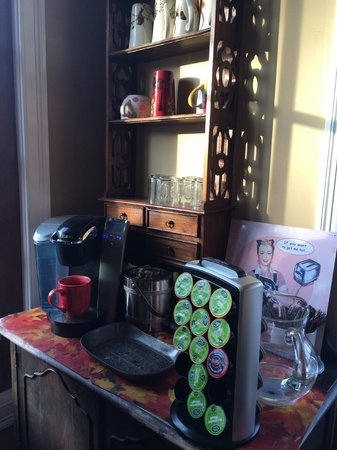 Olivia's Bridge Street Inn : Coffee Station available 24/7