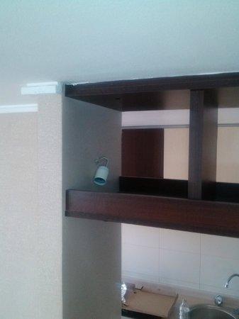 Loft Single Rent Apartment : Conexiones eléctricas mal ubicadas o bloqueadas
