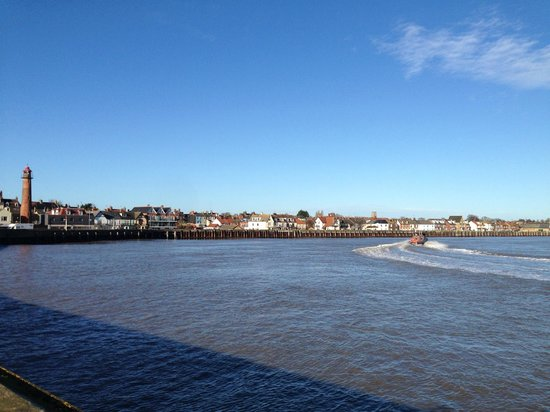 Cliff Hotel: Gorleston Town from the Harbour entrance