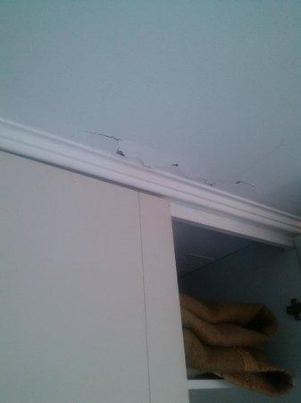 Loft Single Rent Apartment : Trabajos mal terminados o con falta de mantención abundan en las habitaciones