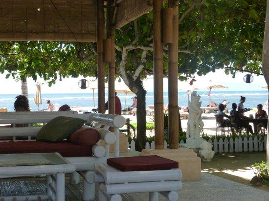 La Taverna Suites : bar de plage