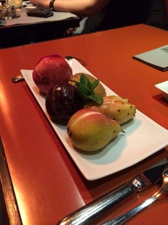 Emporio Armani Caffè & Ristorante: fruits frais fourres aux sorbets mmmmm