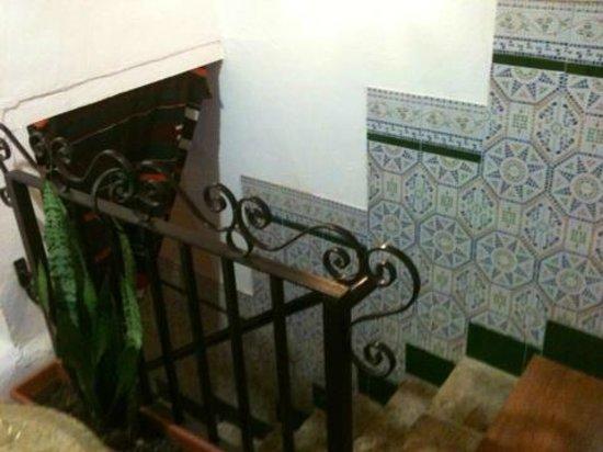 Le Longcouchant : Escaliers menant à la salle de bain/Chambre Sarrasine