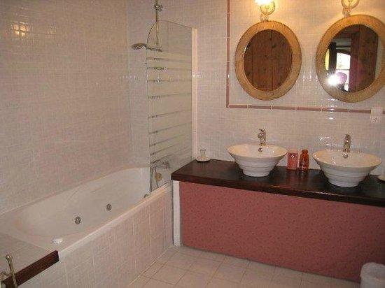 Le Longcouchant : Salle de bain Chambre Louise de Savoie