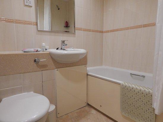 Loch Achray Hotel: Bathroom