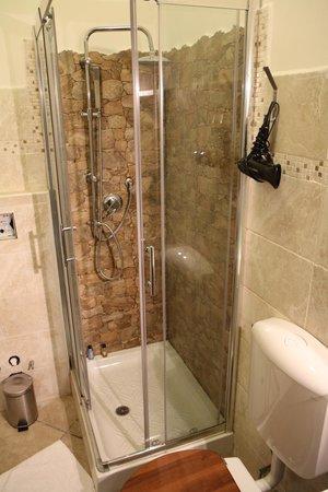 Mrs Julie Guest House: Salle de bain
