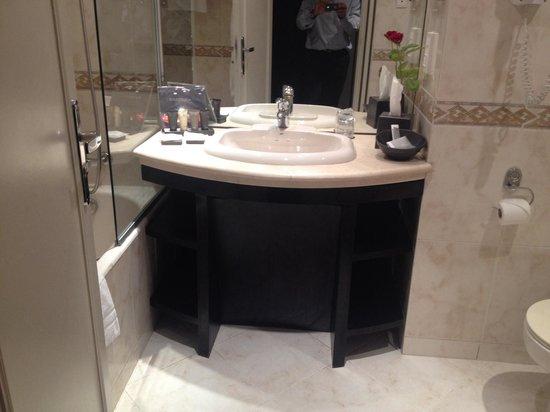 Hotel la Tour Hassan: Bathroom