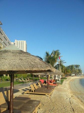 Beach Rotana : Пляжик