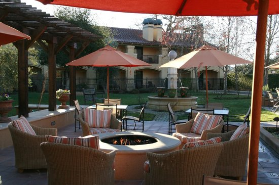 Napa Valley Lodge: Visit the fire pit after dinner!