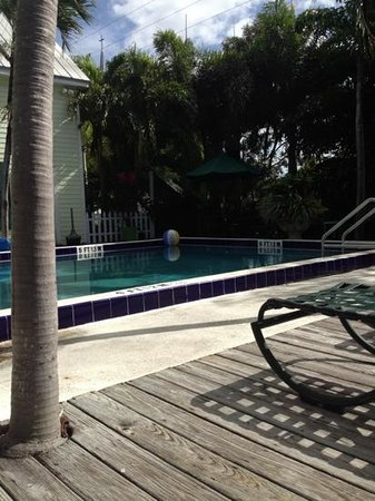 Key Lime Inn Key West : ahh relaxing by the pool
