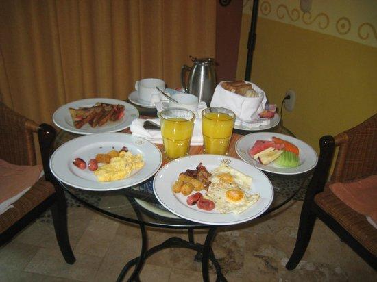 Occidental Cozumel: Breakfast in the room