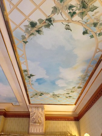 River Palace Hotel: The fresco above the bed.