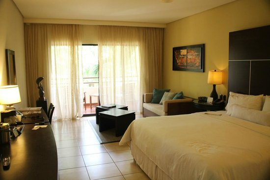 The Westin Golf Resort & Spa, Playa Conchal : Our room. Very comfortable bed
