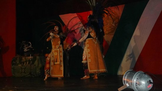 Sunset Royal Beach Resort : Show Maya