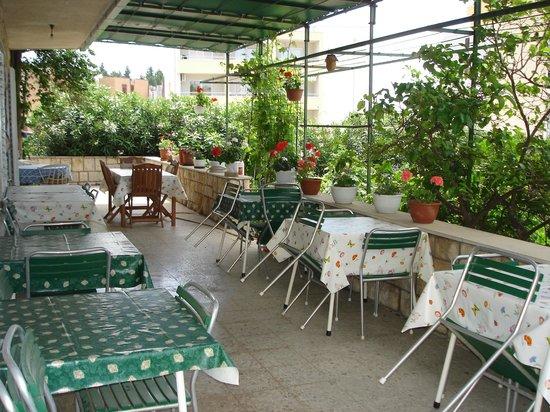 Batosic Bed and Breakfast: Gartenterrasse