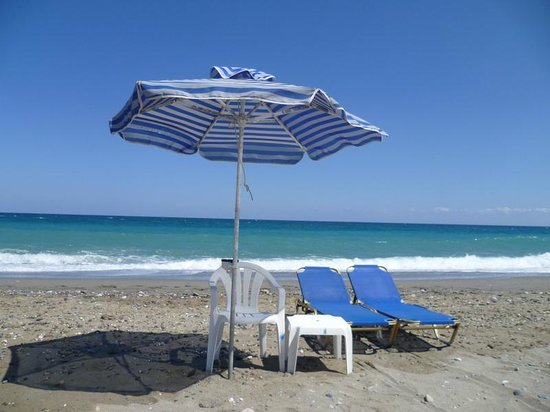 Hotel Amaril : Very cheap beach sets available from another Pavlos!