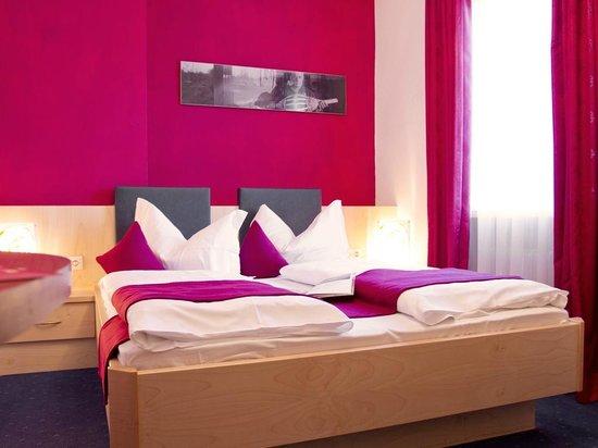 Hotel & Resort Schlosshof: Room