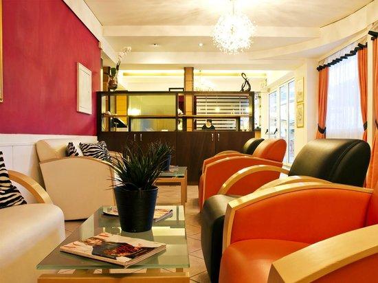 Hotel & Resort Schlosshof: Lobby & Lounge