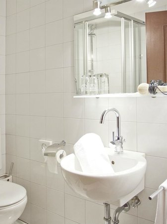 Hotel & Resort Schlosshof : Example Bathroom