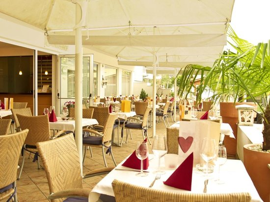 Hotel & Resort Schlosshof: Terrace