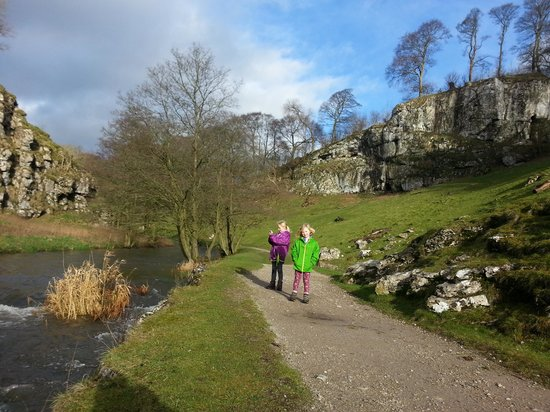YHA Hartington Hall: Wolfscote Dale, good spot for a walk near the hostel.
