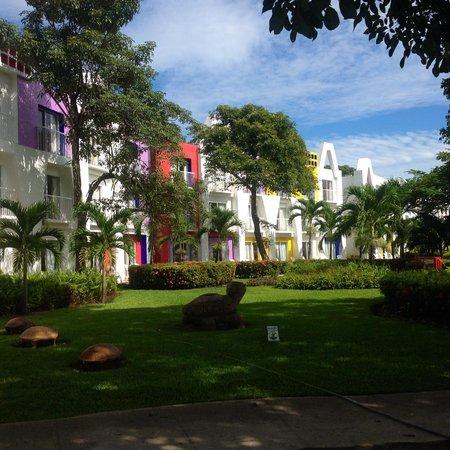 Royal Decameron Salinitas: Hotel and gardens