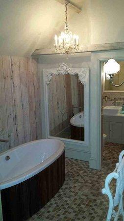 The Fox Inn: Hayloft suite